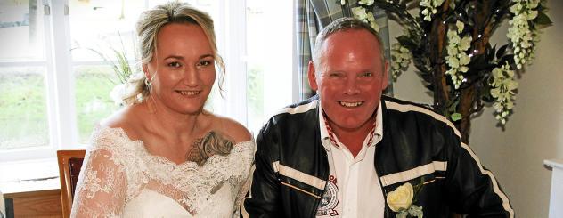 Das Hochzeitsfoto: Am 28. Dezember 2017 gaben sich Yvonne Schmidt und Martin Clapson in Essex das Ja-Wort. Foto: privat